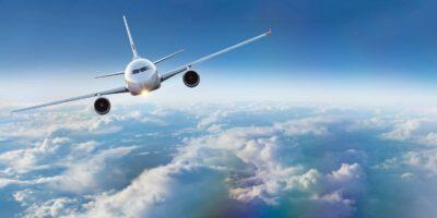 """modern vliegtuig boven """"het weer"""""""